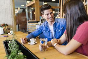 Miért bénáznak annyit a sikeres férfiak első randin?