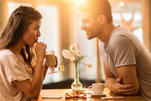 Mitől lesz kevésbé kínos egy első randi?